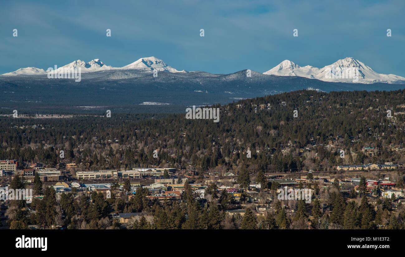 Die kaskadenkette oder das kaskadengebirge (englisch cascade range oder cascades) ist ein gebirgszug vulkanischen ursprungs, der parallel zur westküste. Cascade Mountain Range Und Schlaufe Oregon Stockfotografie Alamy
