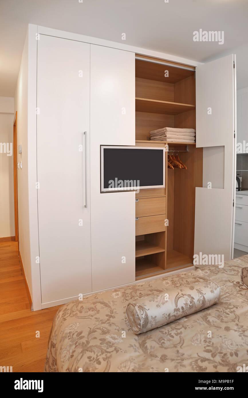 Eingebaute Kleiderschranke Kleiderschrank Andryas Mit Panorama