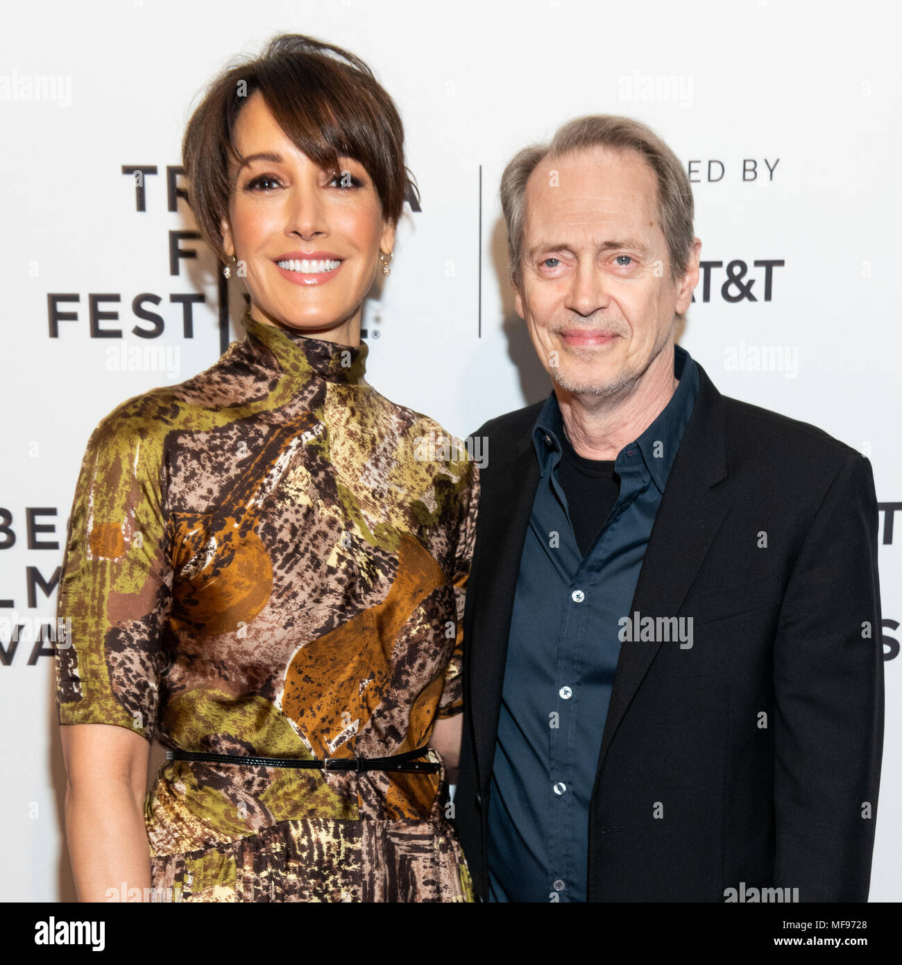 Roter Teppich Interview New York Usa 24 April 2018 Jennifer Beals Und Steve