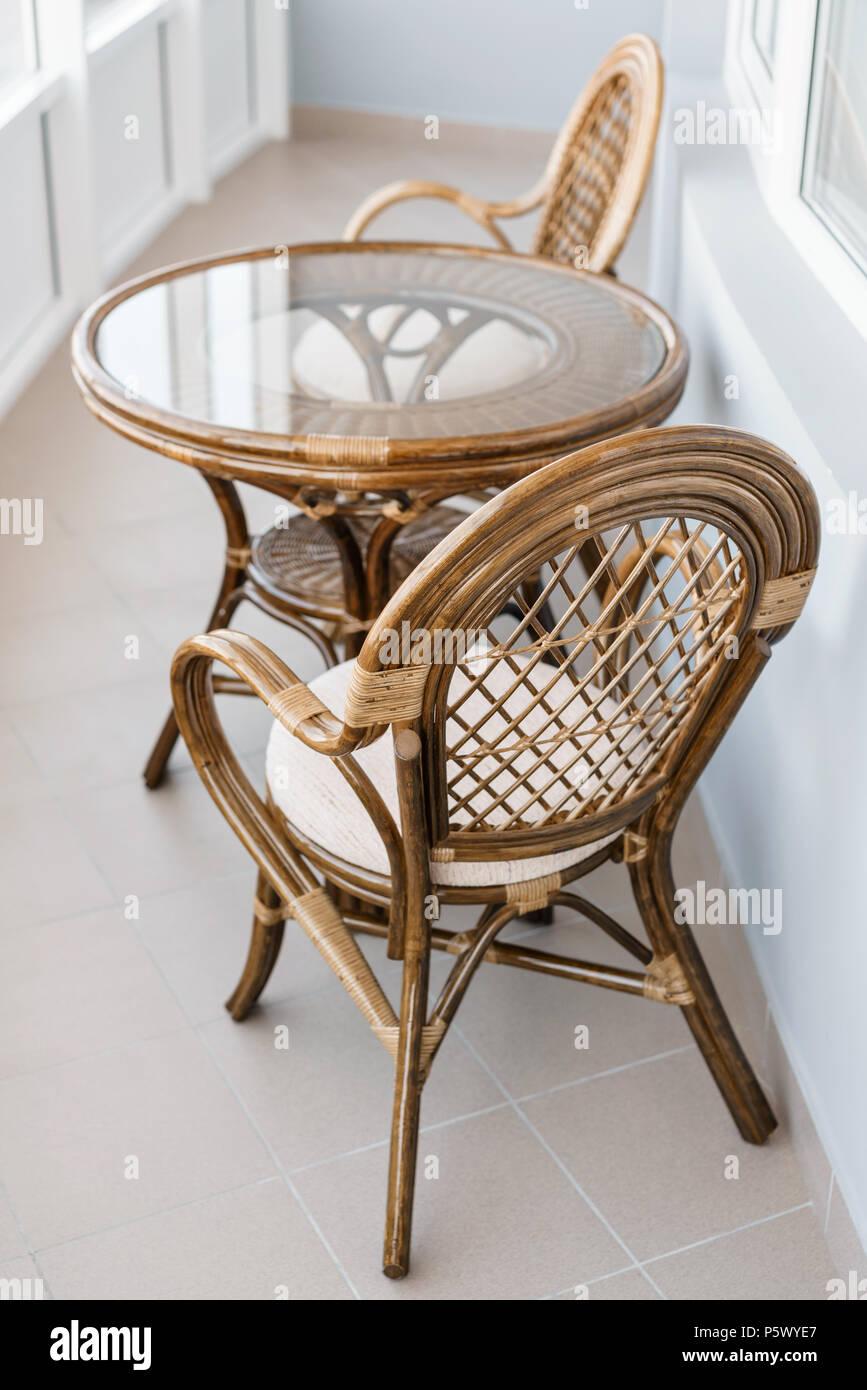 Glas Tisch und Rattan rattan Sitz Stuhl Korbmbel rattan