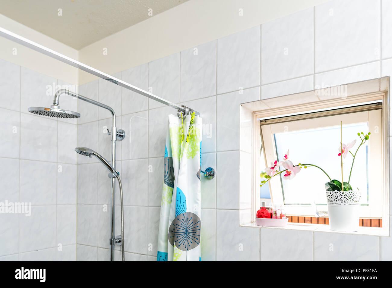 Vorhang Badezimmer Badezimmer Fliesen Avec Hnge Wc Kleines Bad Schne Bad Vorhang Affordable Dir