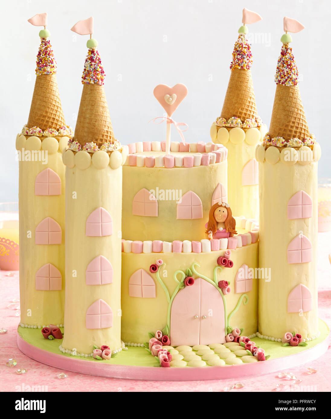 Prinzessin und schloss Kuchen Stockfoto Bild 216269115
