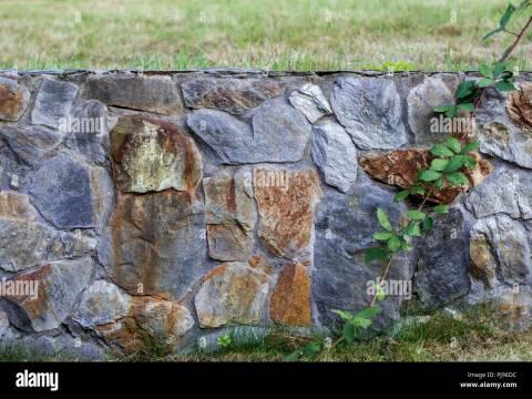 gartenzaun aus stein gartenzaun aus schiefer stein -textur stockfoto, bild