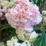 Ziemlich Weiss Und Rosa Hochzeit Blumen Wie Rosen Und Hortensien Mit Laub In Der Vorbereitung Fur Eine Vereinbarung Stockfotografie Alamy