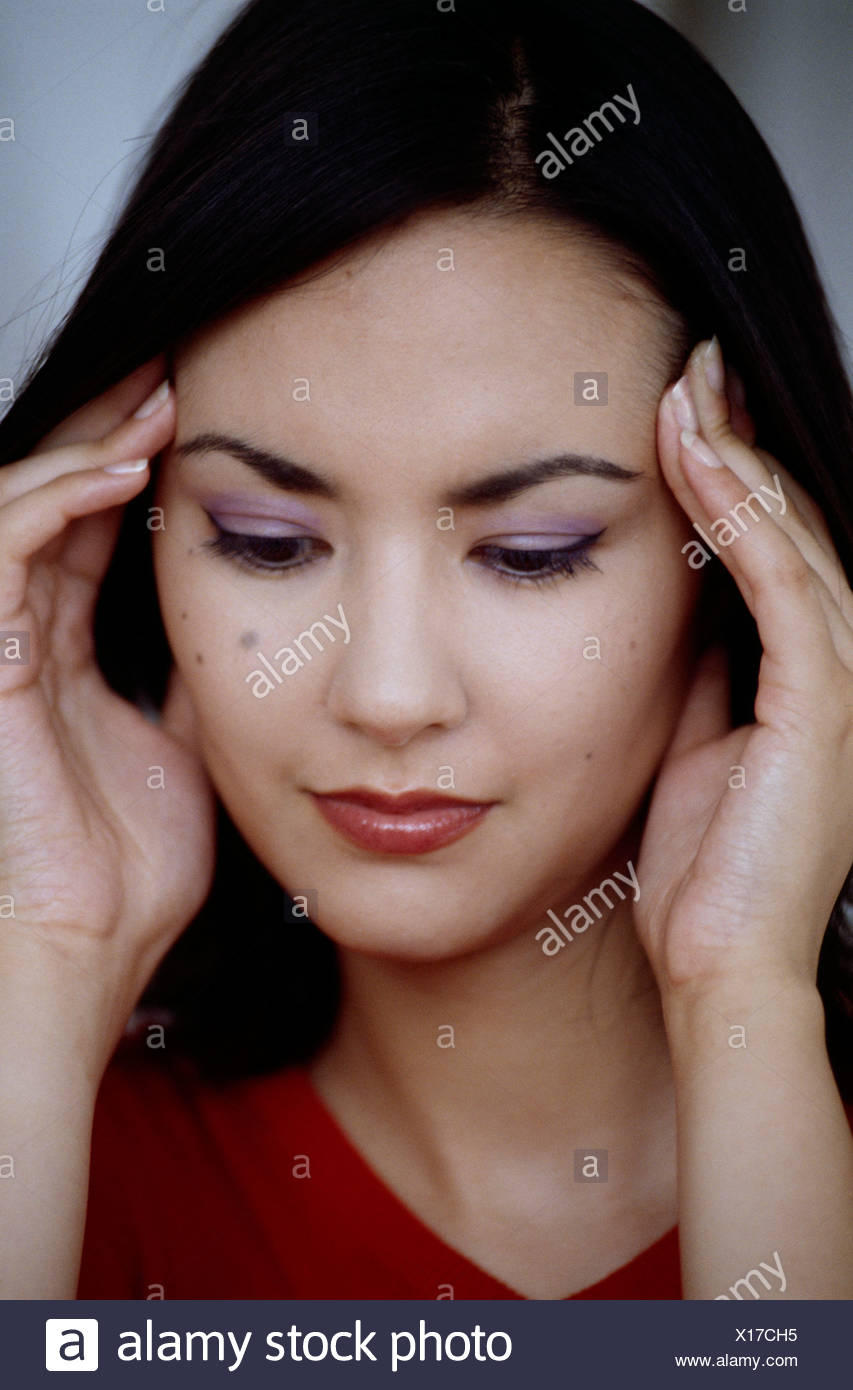 Weibliche Schulter Länge Gerade Schwarze Haare Seite