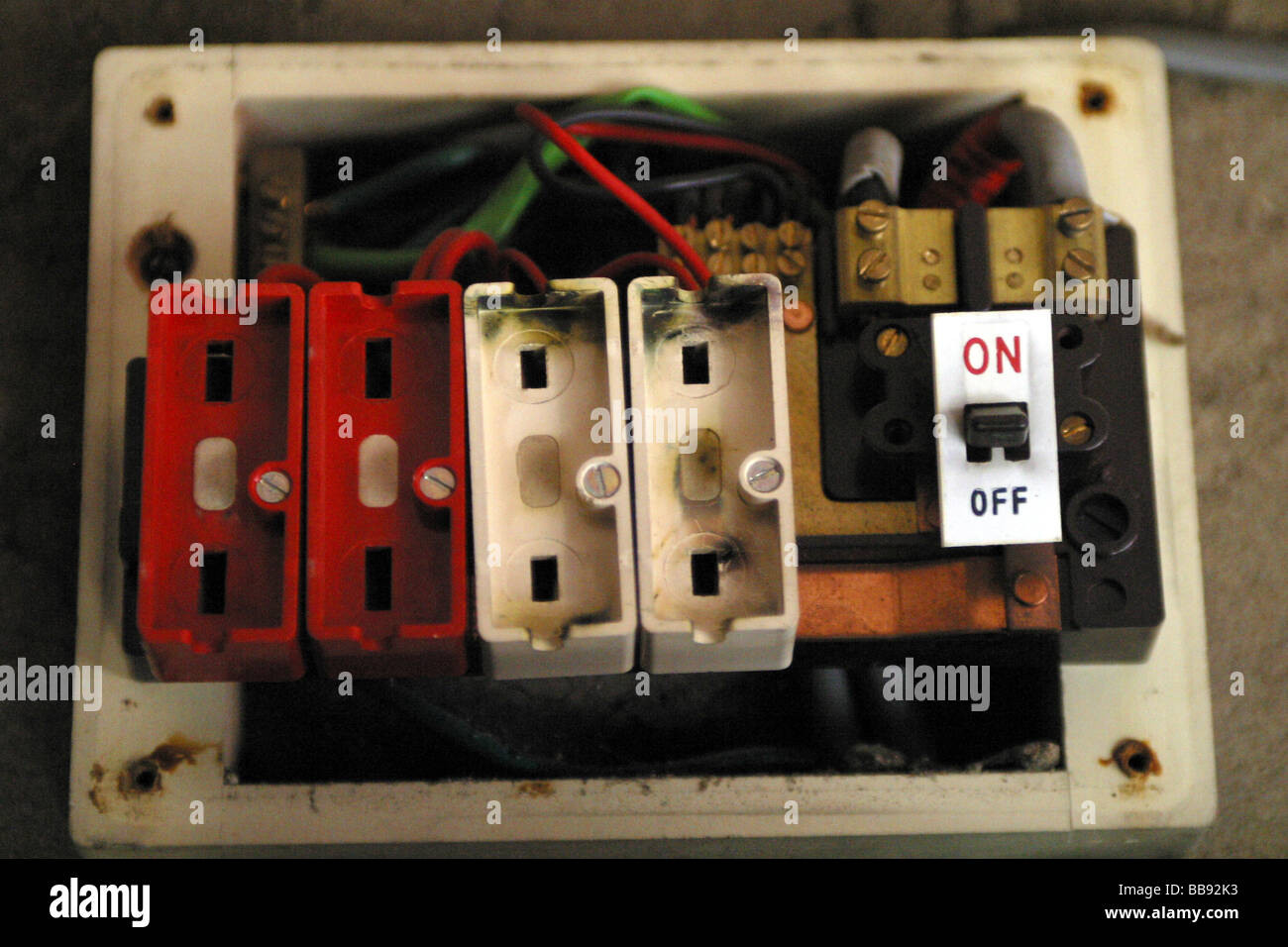 hight resolution of el viejo estilo de cable sin caja de fusibles fusibles instalados imagen de stock