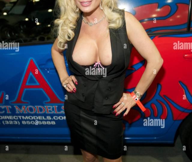 Diamond Foxxx En La Expo Exxxotica Que Exhibe La Industria De Adultos Se Celebro En El Centro De Convenciones De Los Angeles