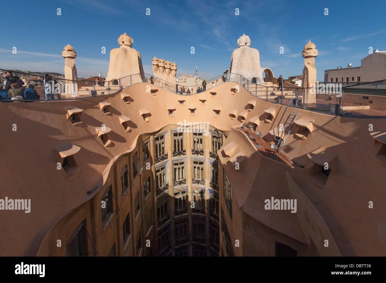 Piso superior y el techo de chimeneas La Pedrera Casa Mil Passeig de Gracia Barcelona
