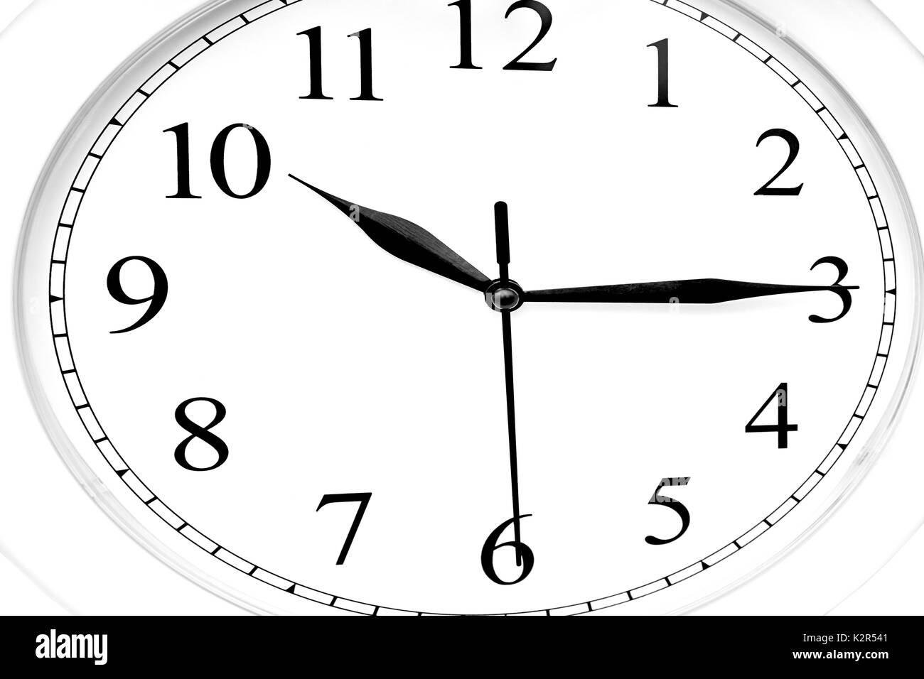 Cierre De Un Reloj Blanco Mostrando La Hora Dez A
