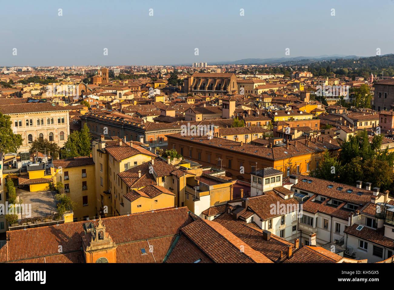 El horizonte de la ciudad de Bolonia desde la Terrazza di San Petronio mirador Teniendo en