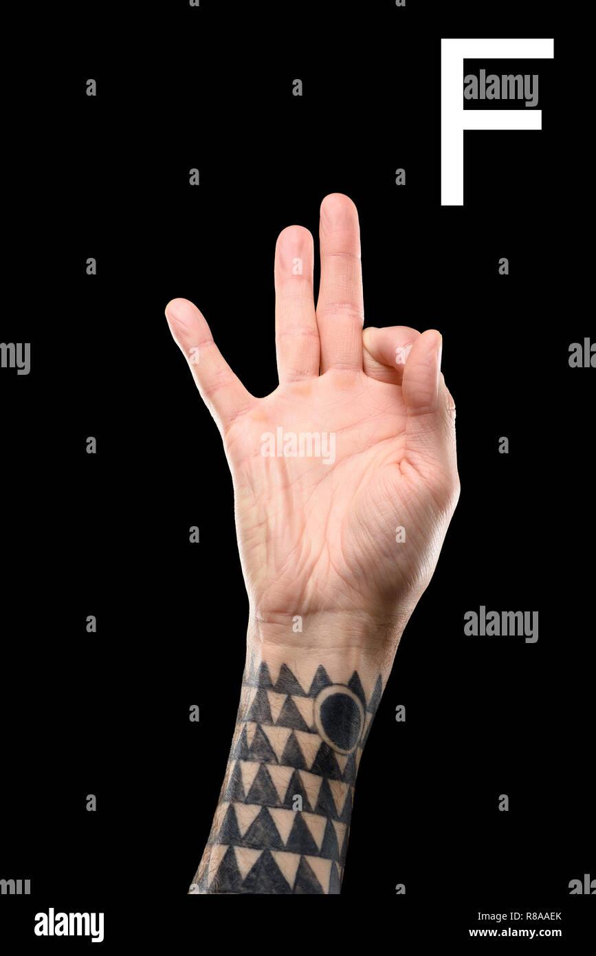 Tatuado Hombre Mano Mostrando Letra Latina F Lenguaje De Signos