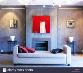 Salón gris pizarra paredes de color gris claro diván rosa