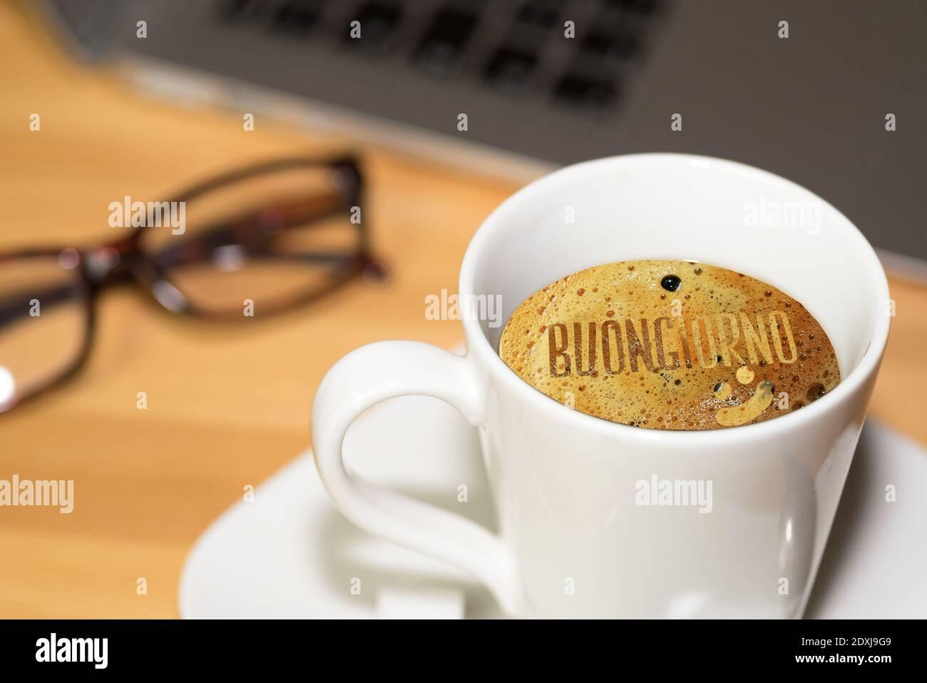 https www alamyimages fr une tasse de cafe et bonjour a buongiorno italien image395011801 html