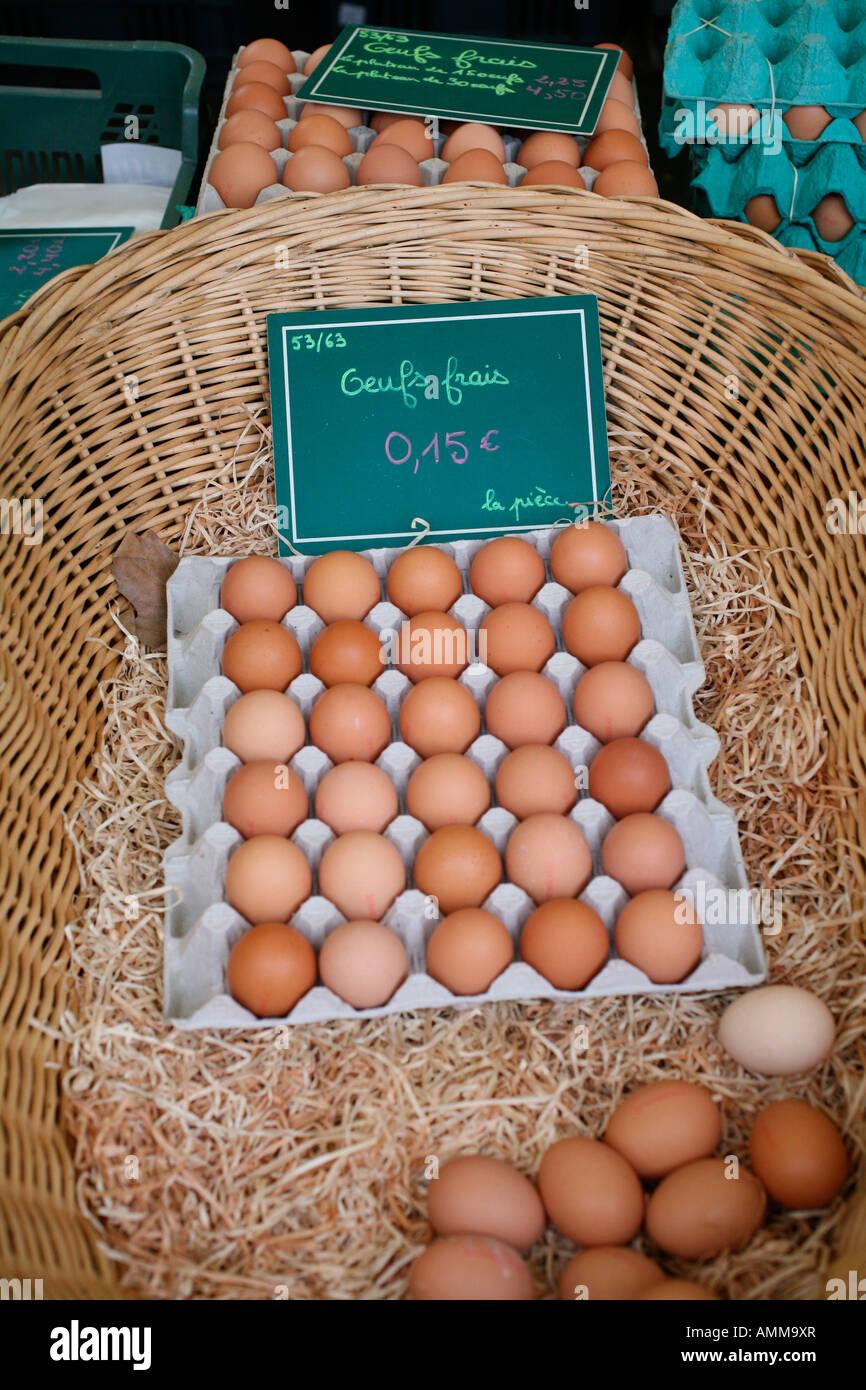 On Marche Sur Des Oeuf : marche, œufs, Frais, Vente, Marché, Dimanche, Boulevard, Richard, Lenoir, Bastille,, Paris, Photo, Stock, Alamy