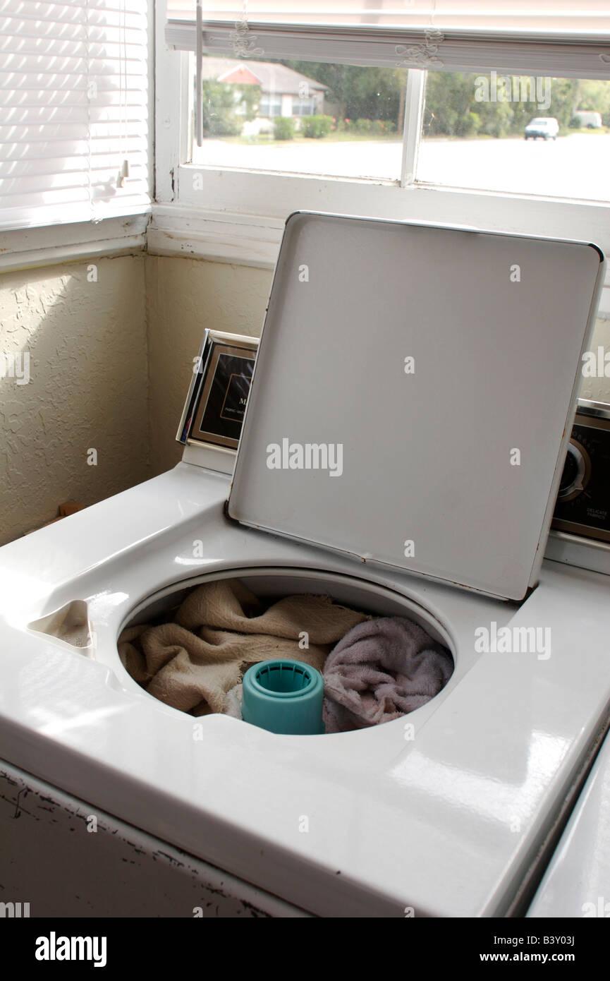 Linge Sale Dans Un Lave Linge Photo Stock Alamy