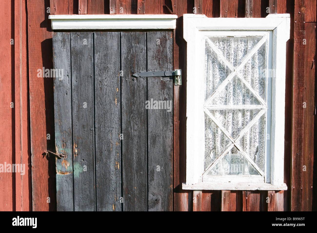 https www alamyimages fr photo image exterieur de l immeuble avec porte et fenetre rideaux 22944708 html