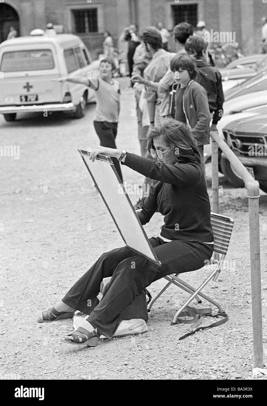 https www alamyimages fr photo image 70 noir et blanc photo culture art peinture femme assise sur une chaise pliante et brosse un tableau ages de 30 a 40 ans l autriche salzbourg 23440926 html