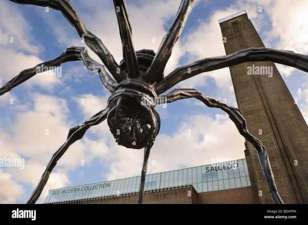 """Sculpture """""""" Par Louise Bourgeois 'une Araign Ante En Face De La Tate Modern Banque"""