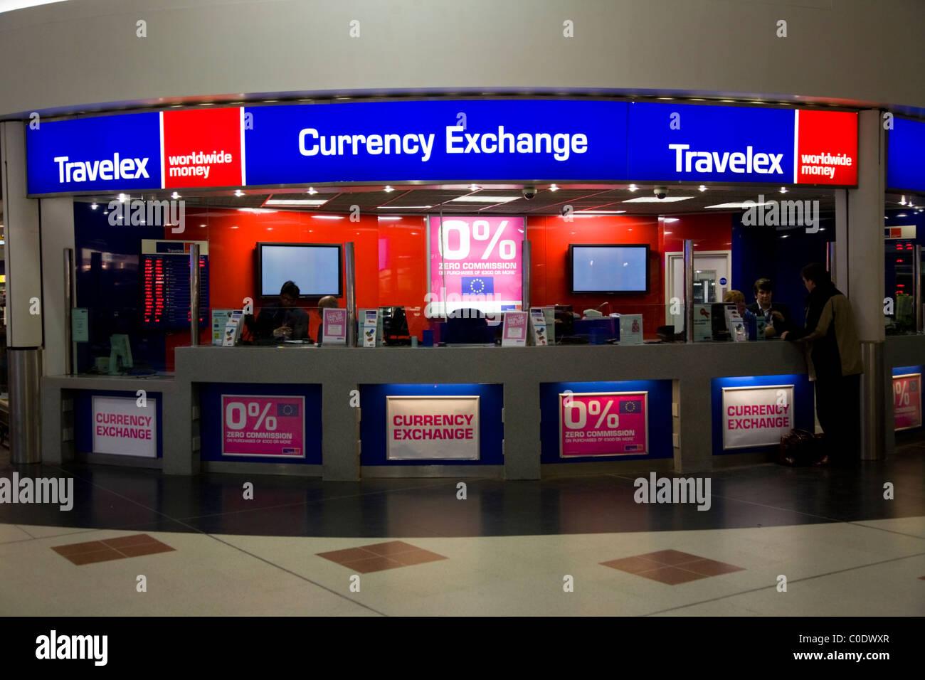 bureau de change travelex bureau exploite par a l aeroport de gatwick south terminal londres uk