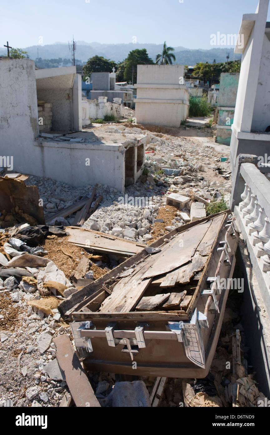 Tremblement De Terre Haiti 2010 : tremblement, terre, haiti, Cimetière, Endommagé,, Janvier, 2010), Dégâts, Causés, Tremblement, Terre,, Port-au-Prince,, Haïti,, Caraïbes, Photo, Stock, Alamy