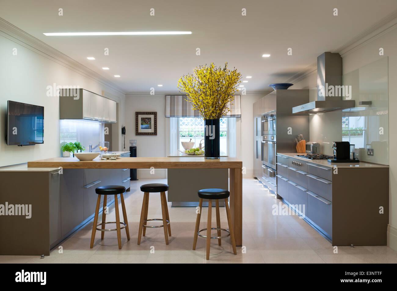 Bulthaup moderne cuisine avec bar et tabourets Banque DImages Photo Stock 71165935  Alamy