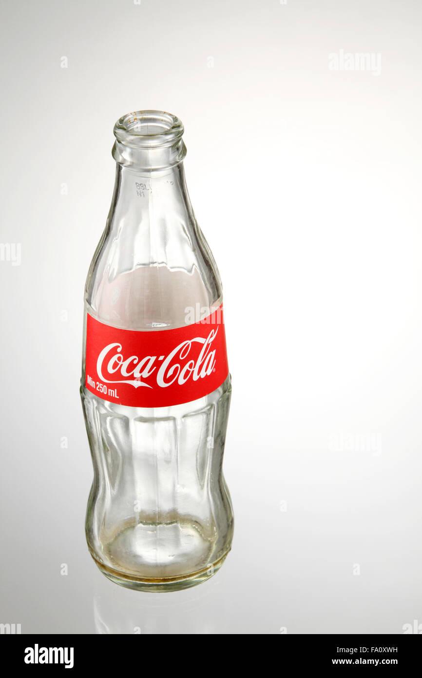 Nettoyer Ses Phares Avec Du Coca Cola : nettoyer, phares, Empty, Banque, D'image, Photos, Alamy