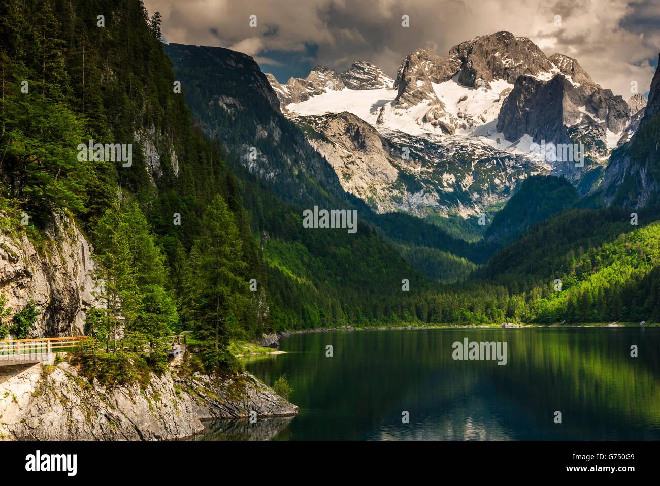 lac gosausee avec derriere la montagne hoher dachstein gosau haute autriche autriche photo