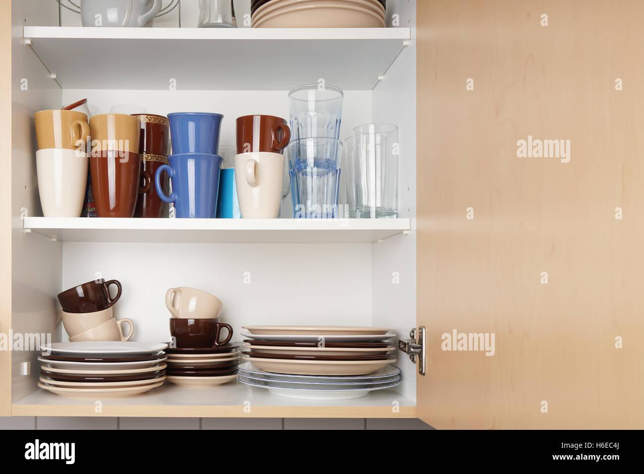 https www alamyimages fr photo image meuble de cuisine ou une armoire pour la vaisselle 124477378 html