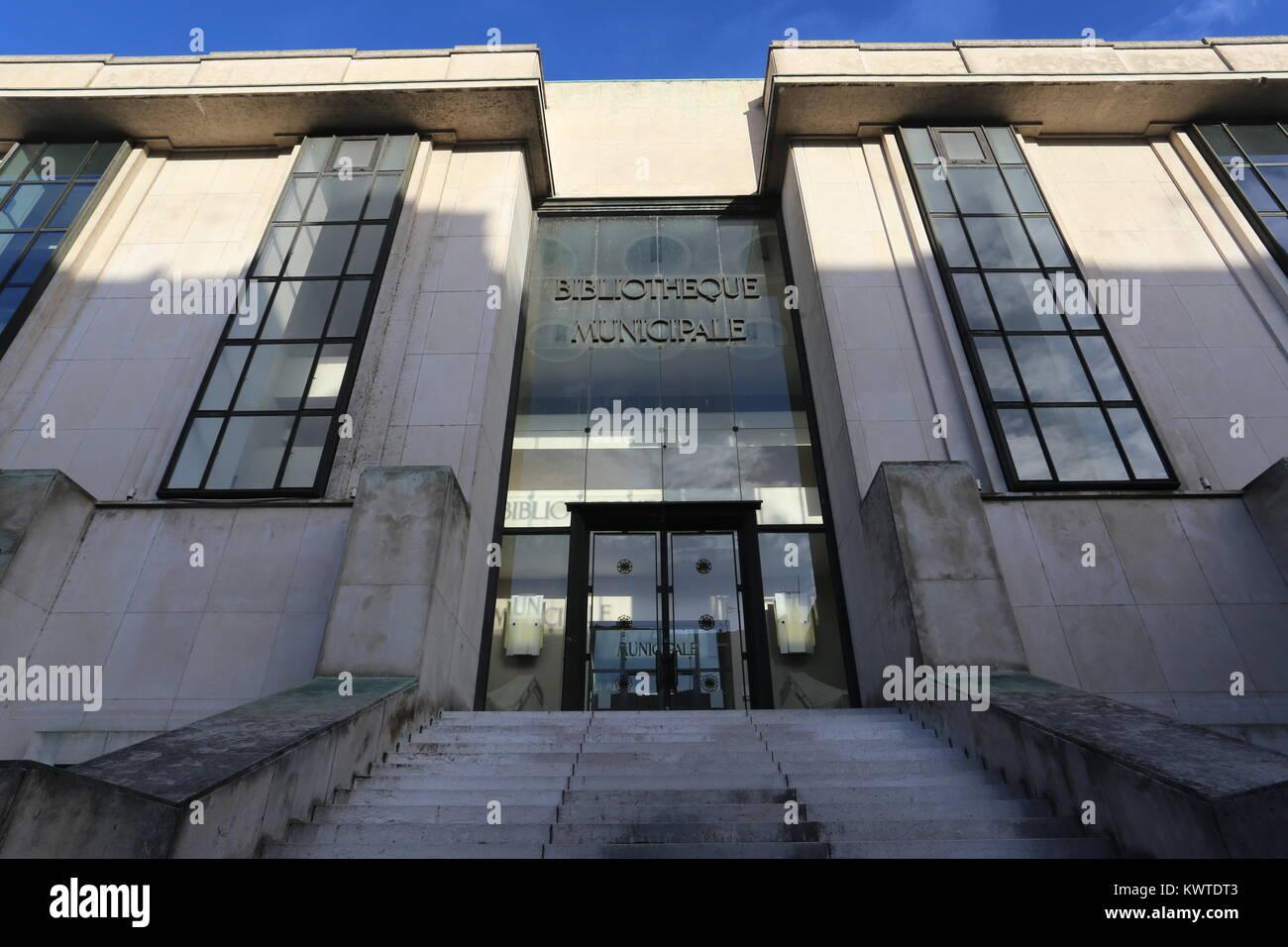 https www alamyimages fr photo image l exterieur de la bibliotheque municipale tours france decembre 2017 170797427 html