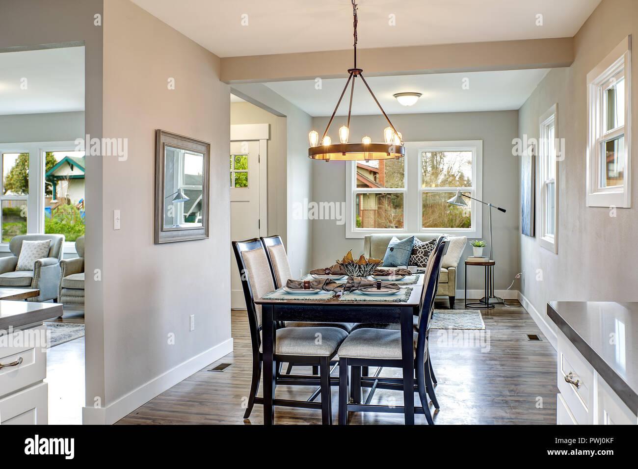 https www alamyimages fr interieur clair de la cuisine et salle a manger en chambre americaine image222286499 html