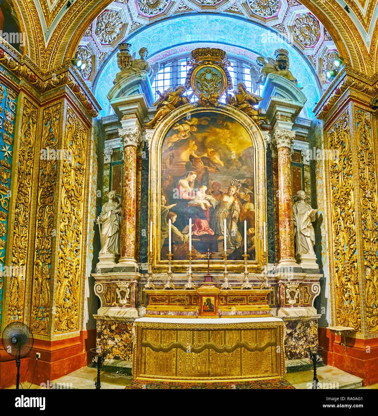 https www alamyimages fr la valette malte le 18 juin 2018 la chapelle de la langue de l italie a st johns co cathedrale avec de riches decors d or statues de st catherine et st a image229889633 html