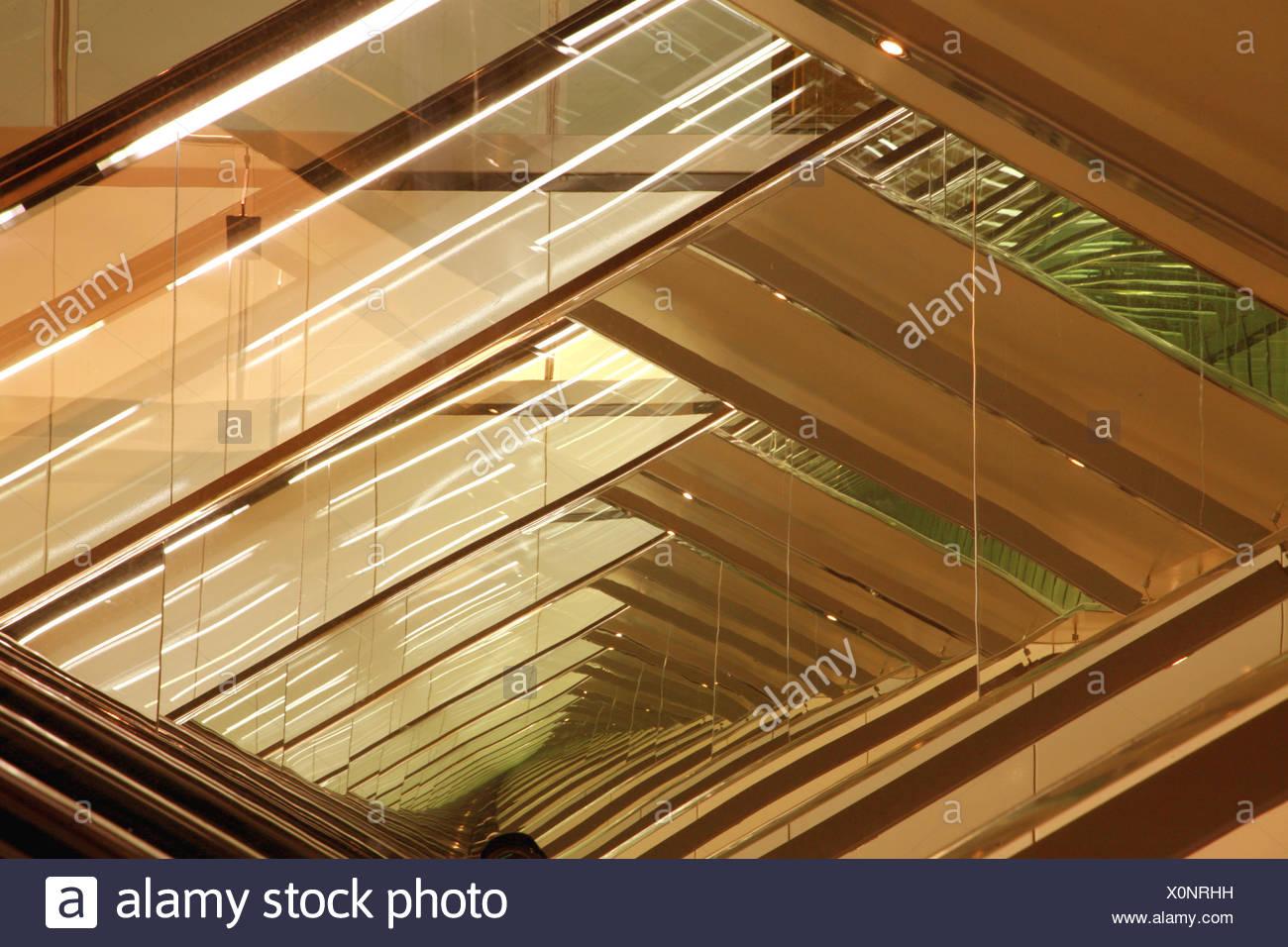 La Mise En Miroir De Reflexion Infini Sans Fin Miroir Ins Vitreux Unendliche Immer Photo Stock Alamy