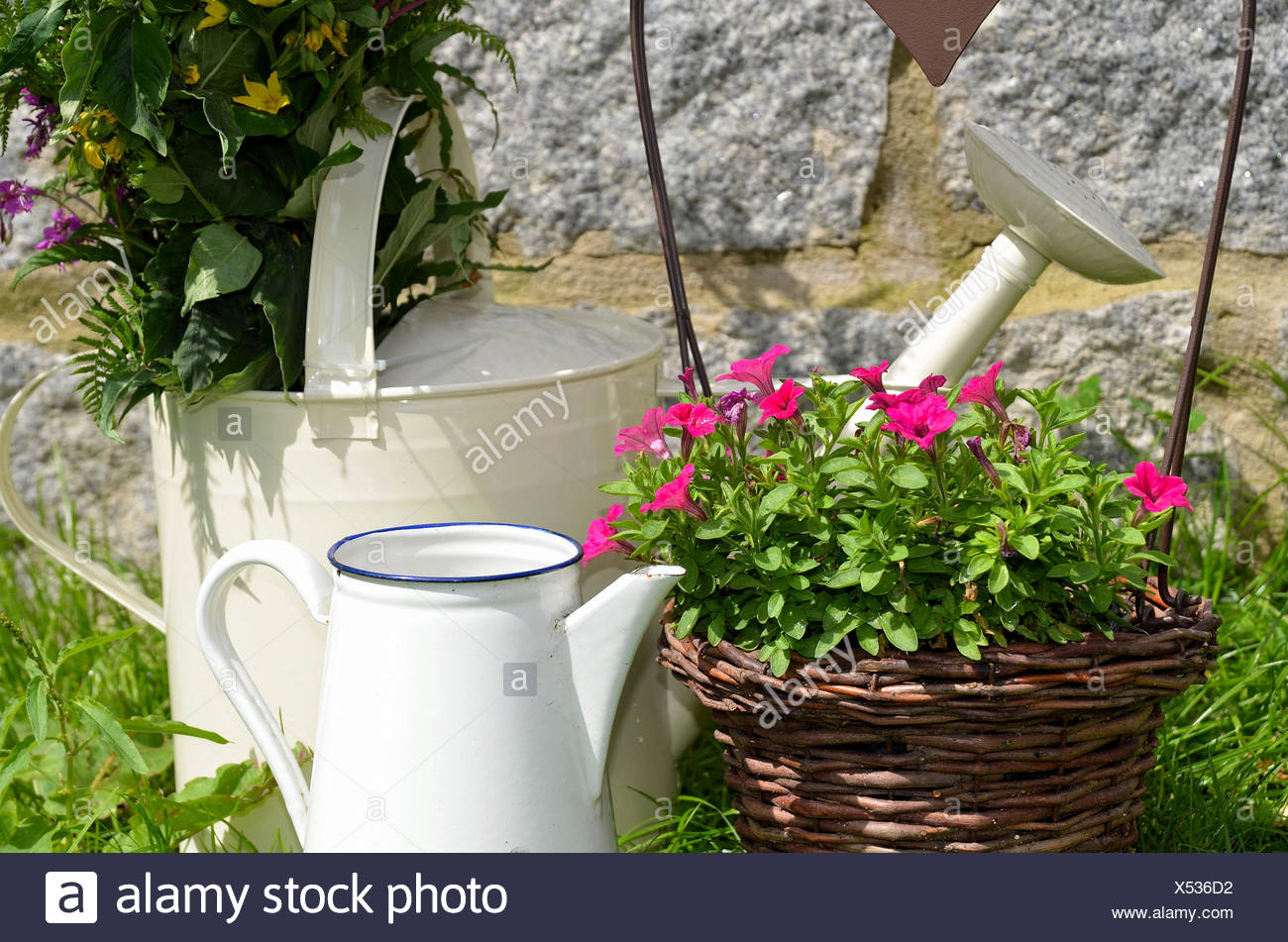 Decoration Jardin Pot Décoration De Jardin Pot De Fleurs Banque D Images Photo Stock