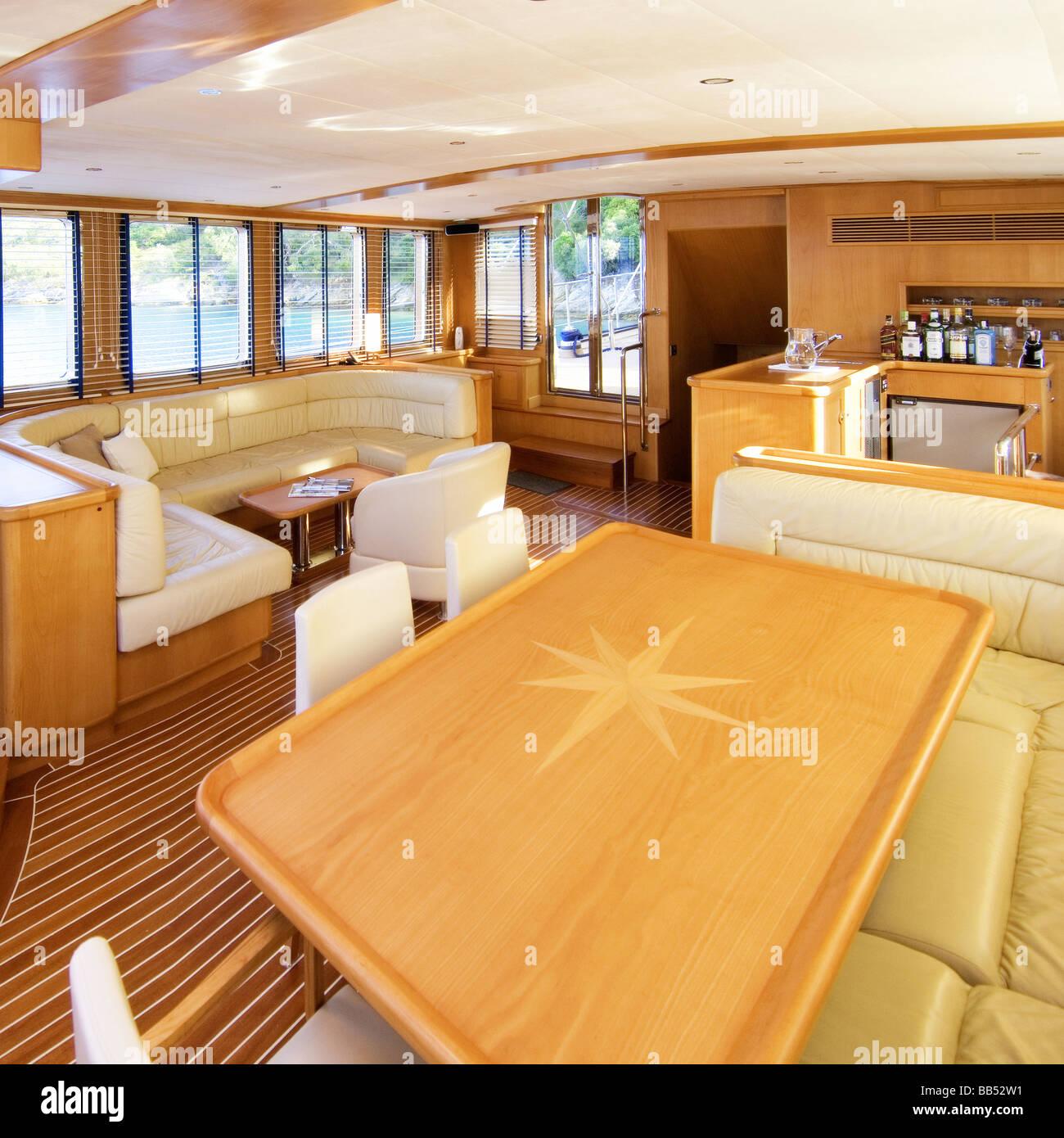 Visualizza altre idee su case di lusso, case moderne, case da sogno. Il Design Degli Interni Di Lusso Yacht A Motore Foto Stock Alamy