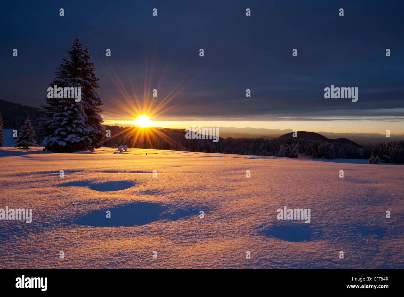 Paesaggio invernale al tramonto parco naturale dello