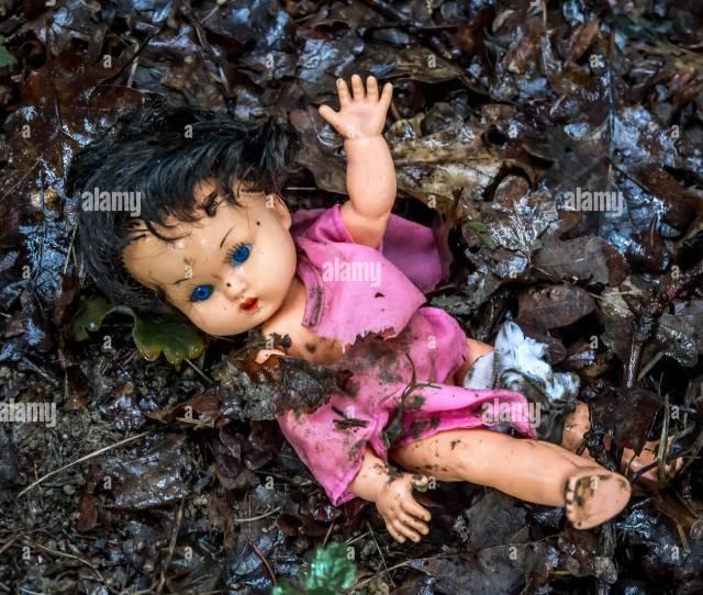 Il Maltrattamento Dei Bambini Come Una Foto Simbolica Abuso Di Minori E Il Potere Nella Famiglia Misshandlung Von Kindern Als Symbolfoto Tipo