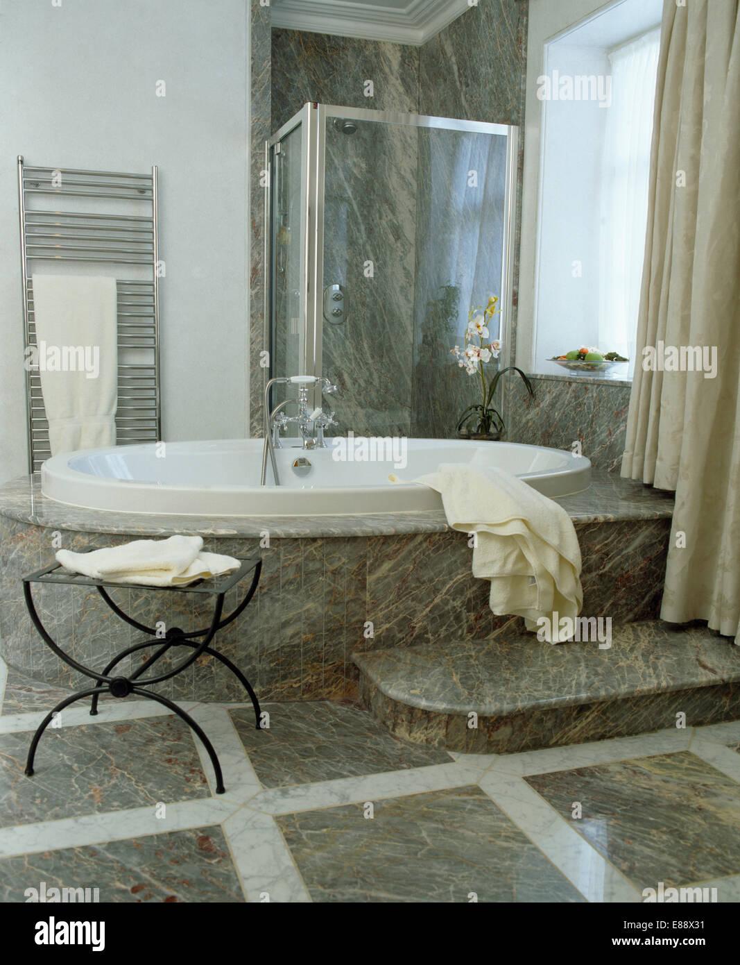 Bagno grigio con doccia come arredare il bagno con il nero