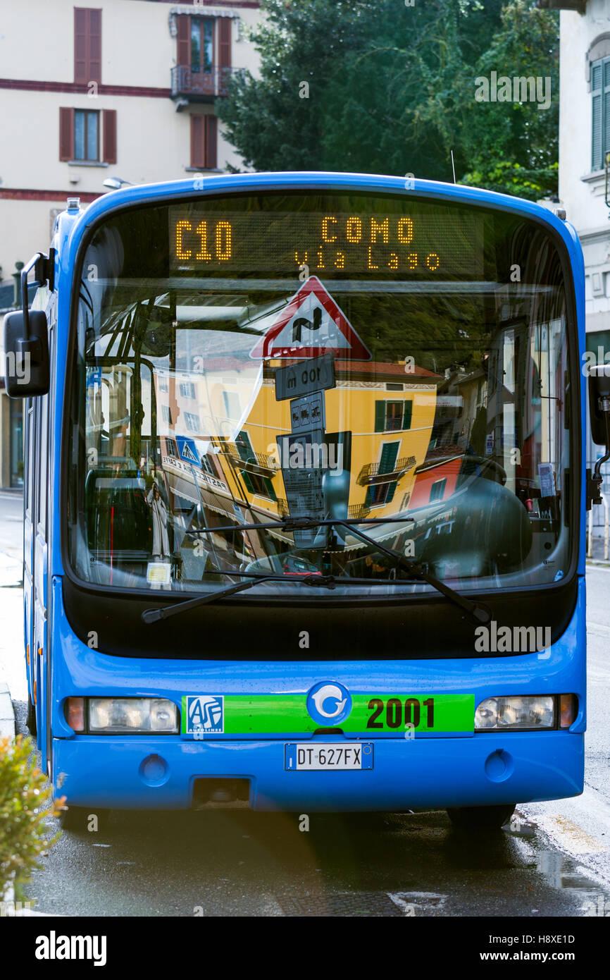Villaggio Autobus A Argegno Il Lago Di Como Italia