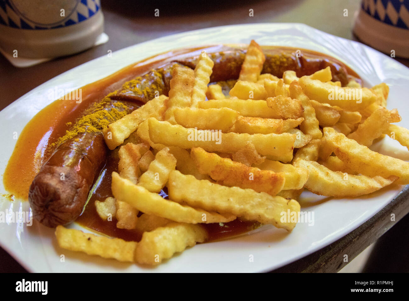 Currywurst Curry Wurst Tedesco Salsiccia E Patatine Fritte Close Up Food Fotografia Germania Piatto Cucina Tedesca Paprica Piccante Foto Stock Alamy