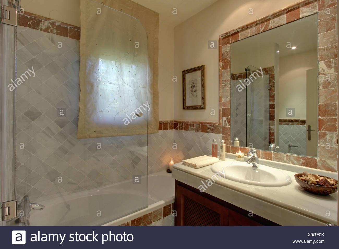 Bilocale nr dispone di bagni con finestra doccia bidet wc