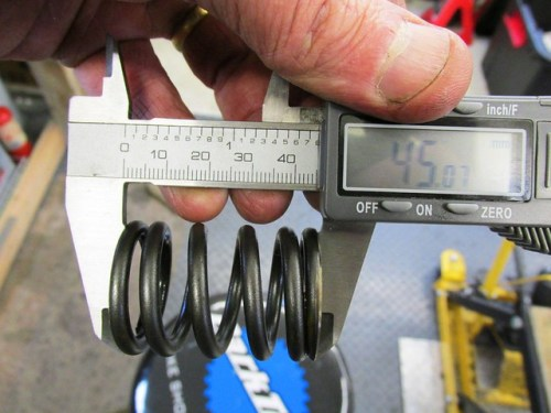 Measuring Valve Spring Uncompressed Height at 45 mm or Less