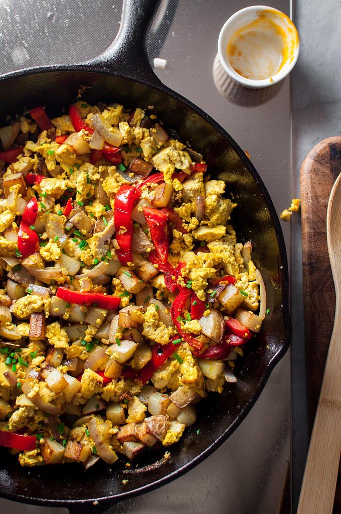4-ingredient make-ahead tofu breakfast scramble