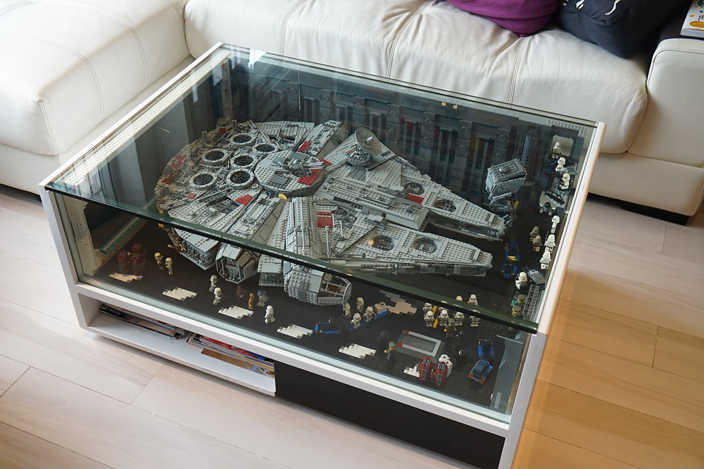 exposer son millennium falcon lego star wars hellobricks blog lego. Black Bedroom Furniture Sets. Home Design Ideas