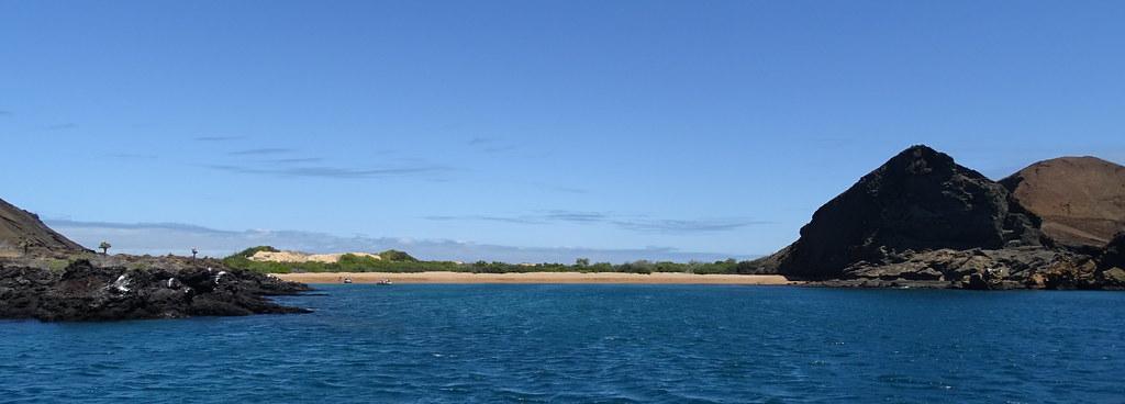 Desde el mar Isla Bartolome Parque Nacional Galapagos Ecuador 06