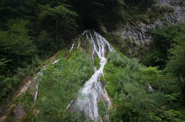Водопад на реке Фиагдон