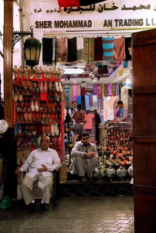 lokale sælgere i Dubai