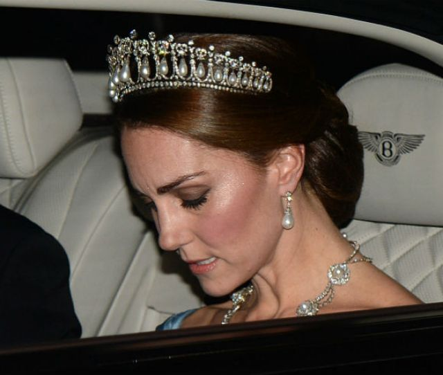 Duchess Kate Stuns In The Cambridge Lovers Knot Tiara At State Banquet With Dutch Royals