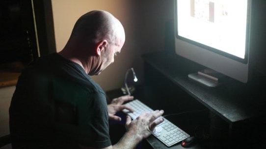gty_computer_hacker_kb_120529_wmain
