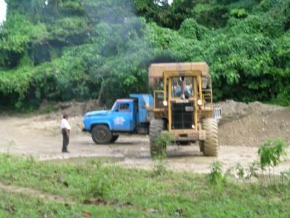 En 2004, una famosa ferretaria de Cabarete estaba ya desbaratando el rio Veragua