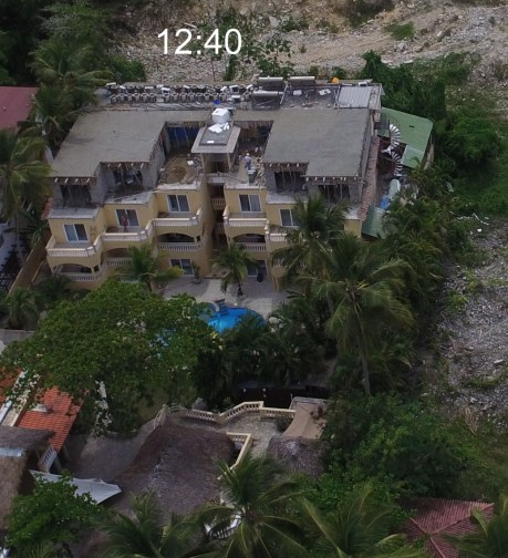 el hotel Villa Taina construyendo un 4to piso ilegalmente en Cabarete
